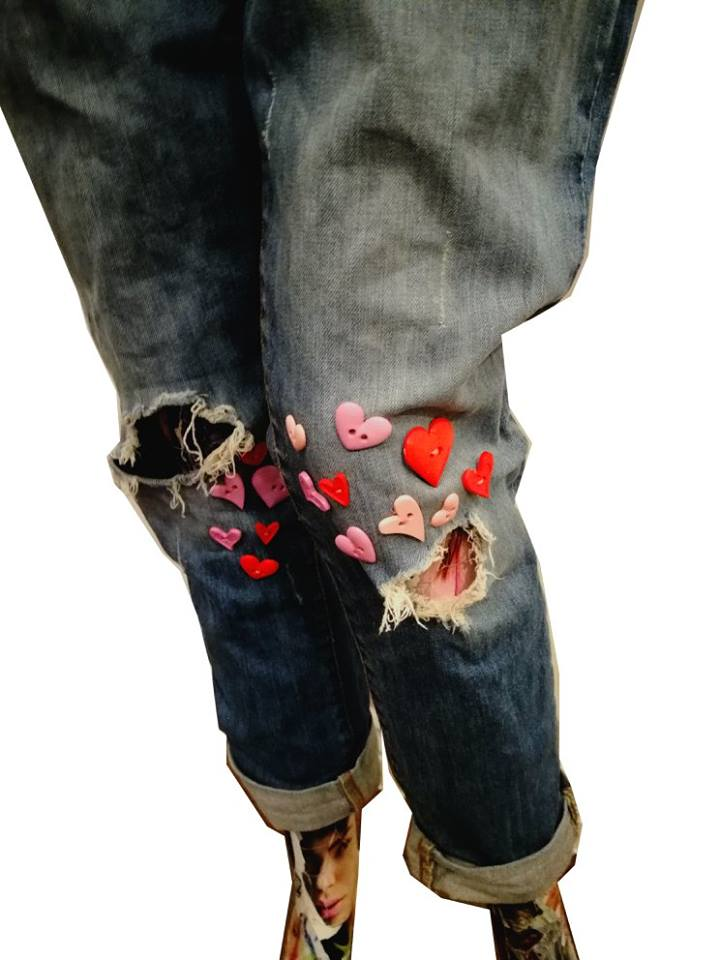 heart button ripped jeans